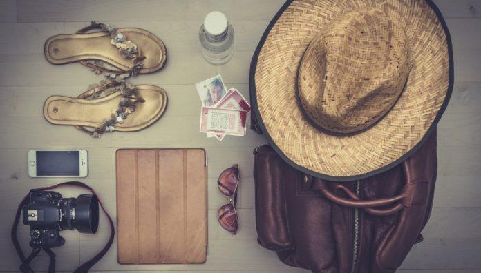 8 Barang Traveling
