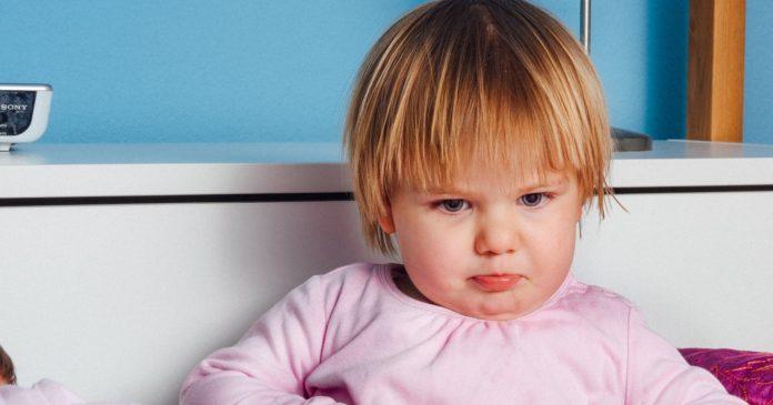 Bayi Sakit Tumbuh Gigi? Atasi dengan Batu Amber Baltik