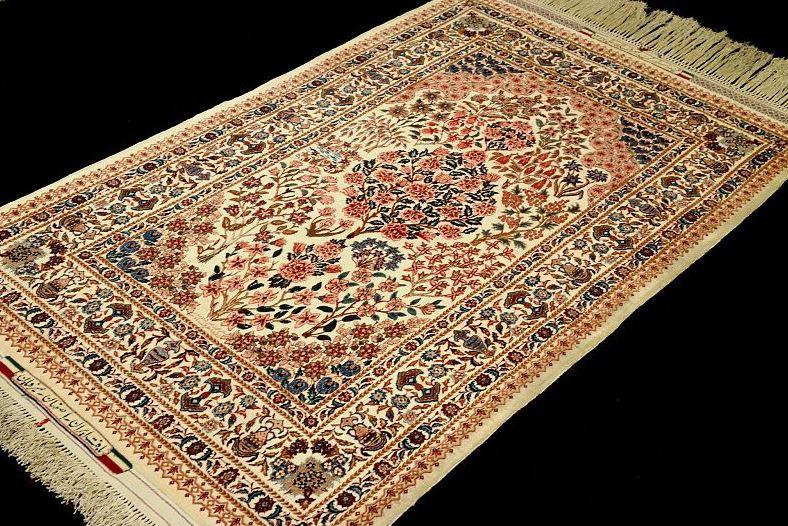 Gambar karpet berbahan sutra