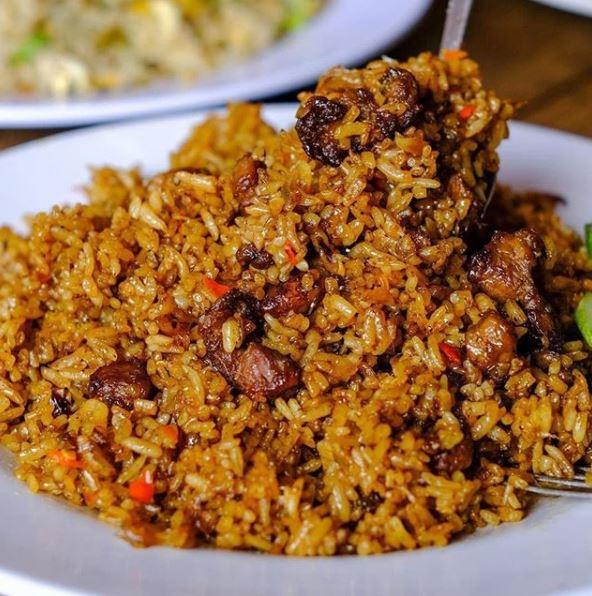 kombinasi menu buka puasa nasi goreng dan es cincau