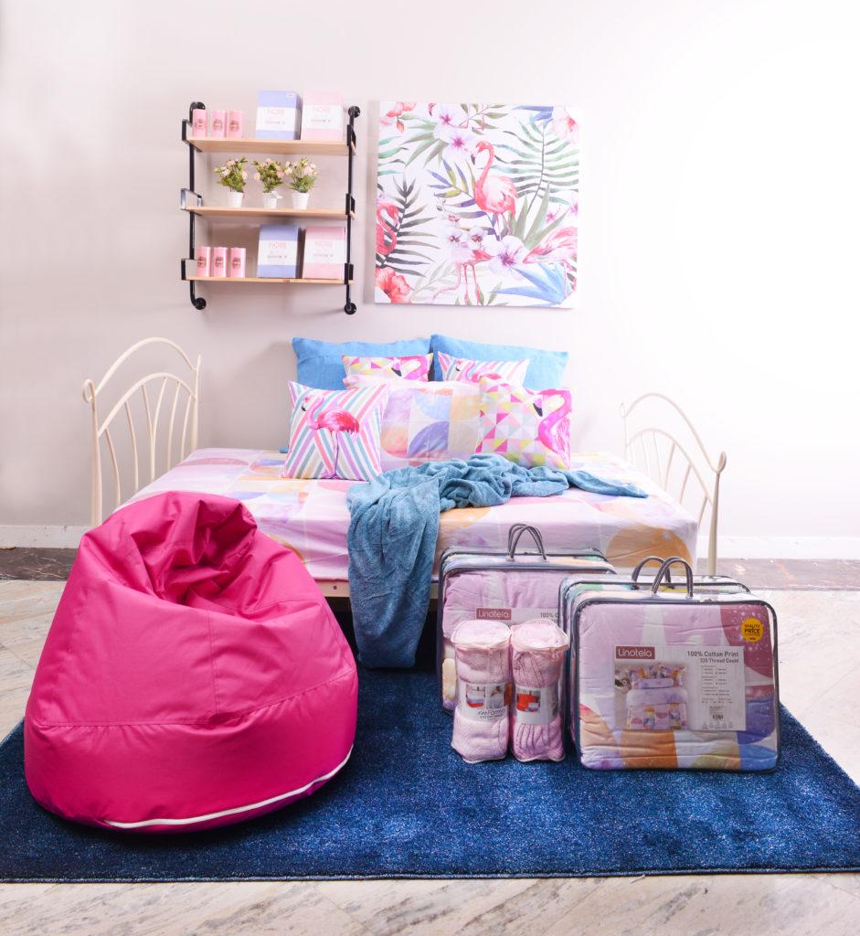 Kamar tidur minimalis pink