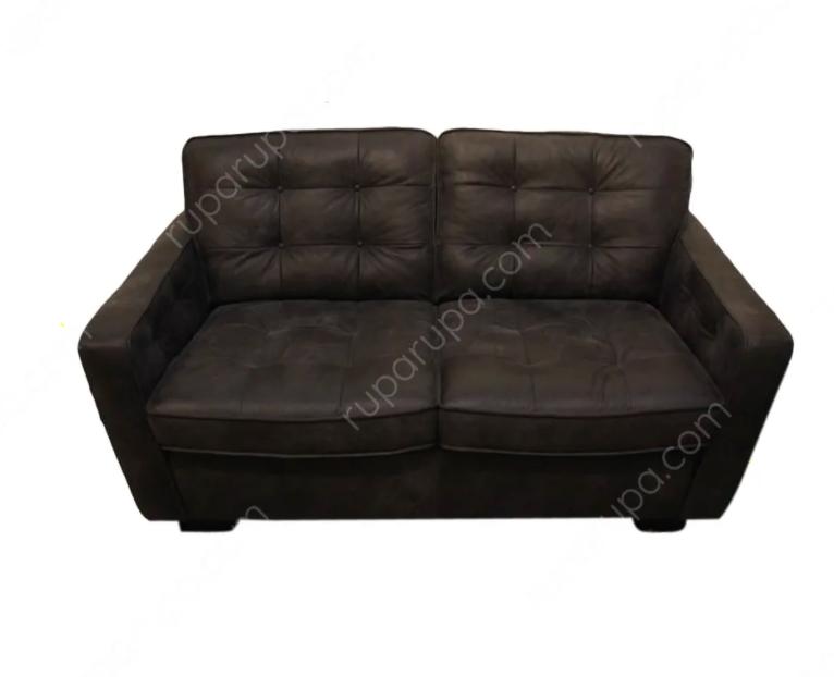 Sofa hitam dua dudukan