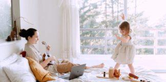 bermain bersama anak