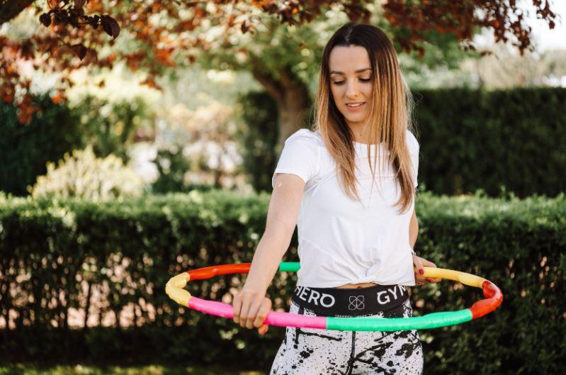 olahraga di rumah hula hoop
