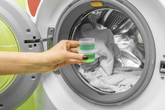 Detergen cair dan detergen bubuk
