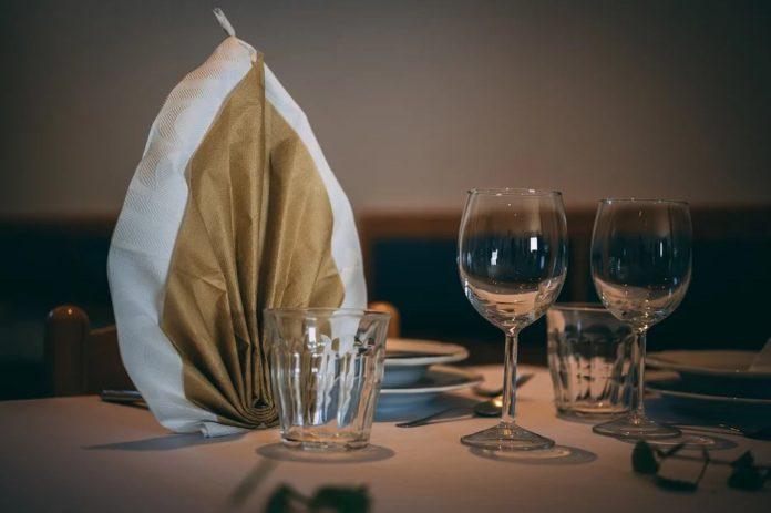 meja makan sederhana