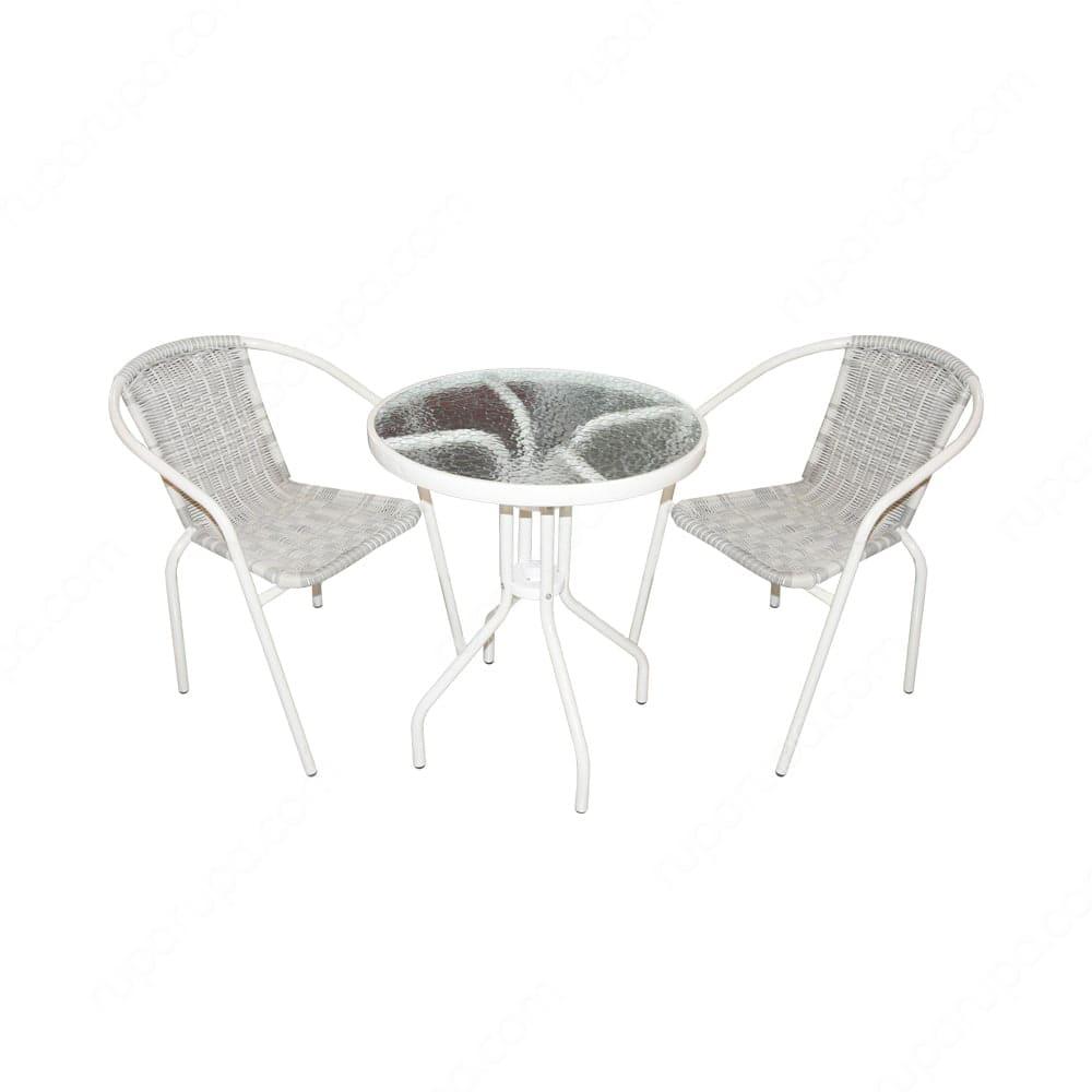Makan malam dengan set meja kursi teras