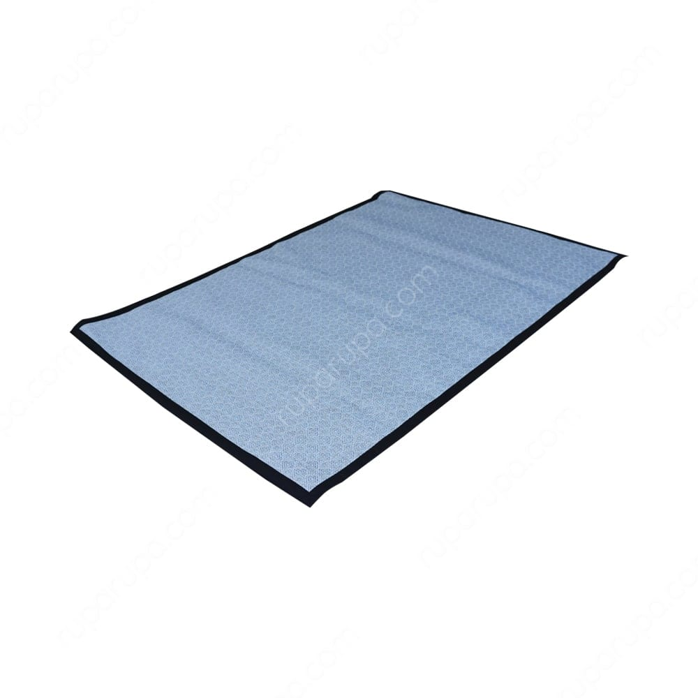 Karpet biru muda