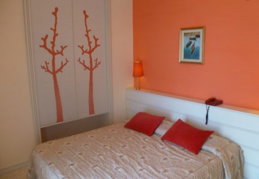 Kamar Oranye
