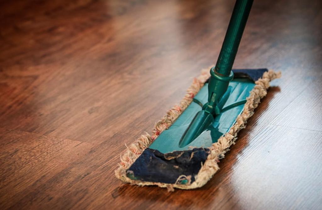 tips membersihkan lantai