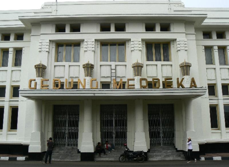 gedung merdeka, bangunan bersejarah di Indonesia