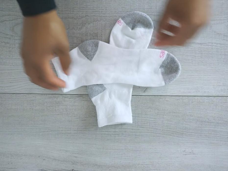 cara melipat kaos kaki