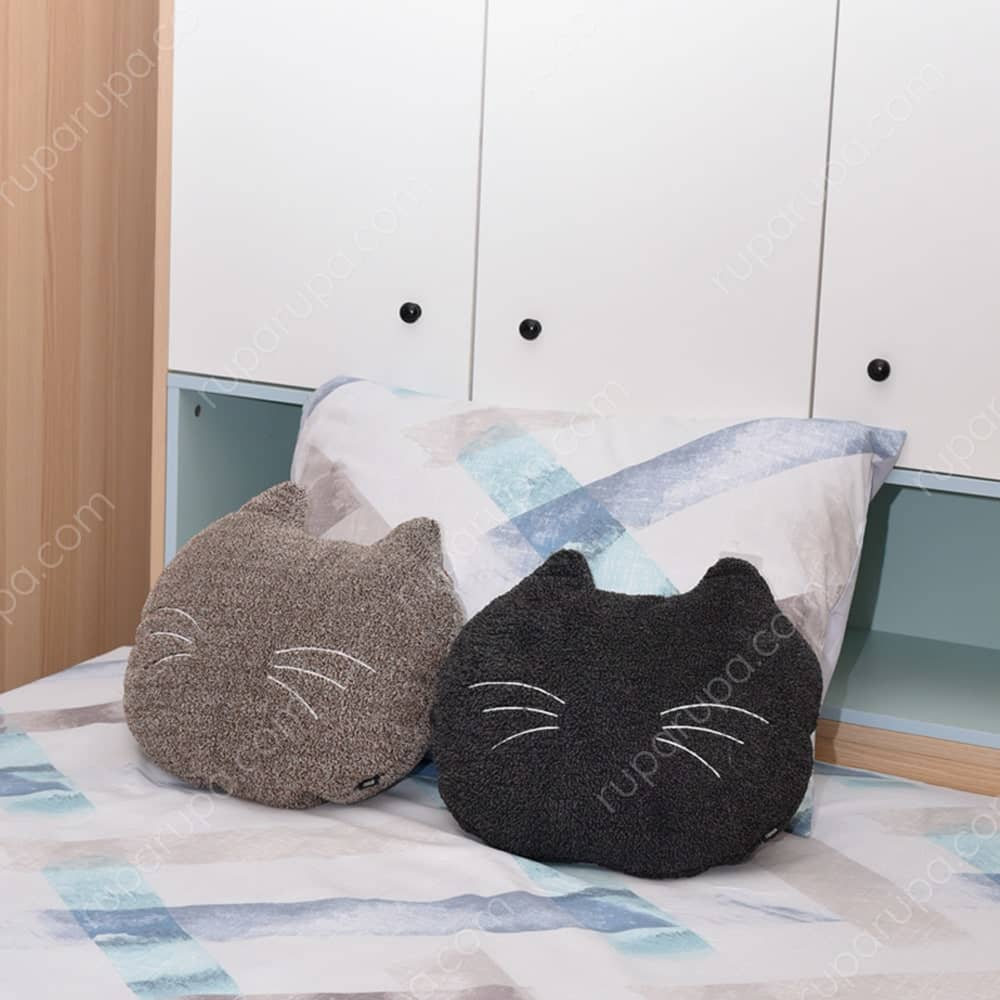 Bantal kucing dekoratif untuk kamar tidur