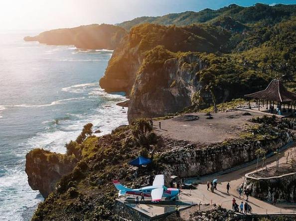 tempat spot foto laut jogja di HeHa Ocean View