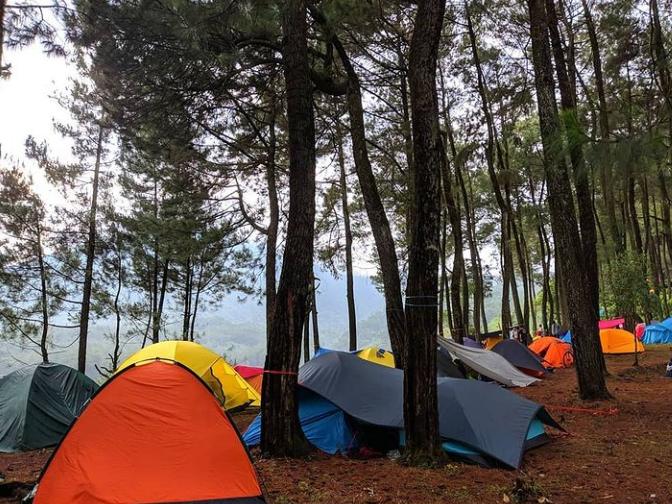 tempat camping di bukit si kabayan