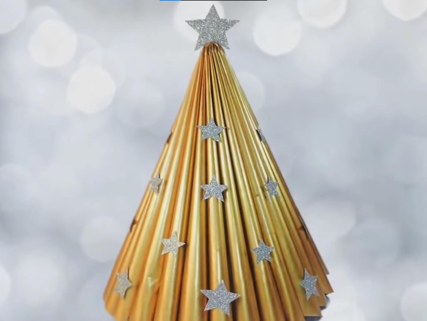 hiasan pohon natal dari kertas bekas