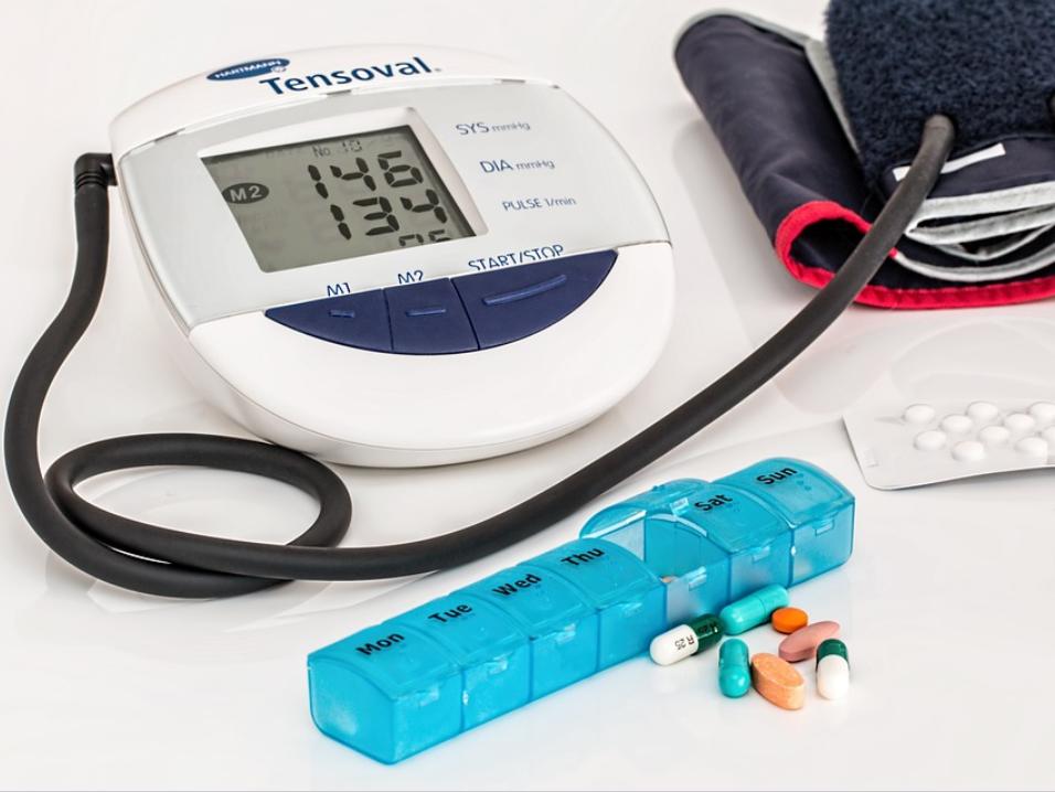 monitor tekanan darah hipertensi