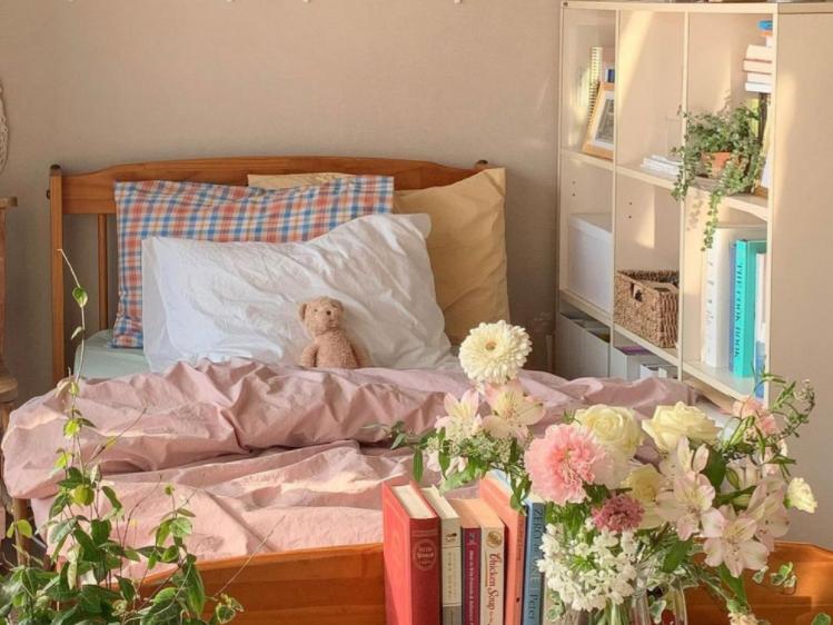 kamar korea dengan hiasan bunga