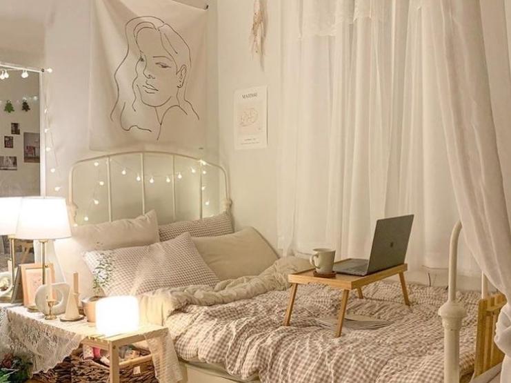 kamar korea dengan string lights