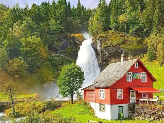 rumah kayu sederhana