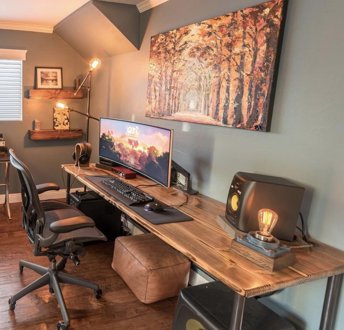 Dekorasi kamar gaming kayu