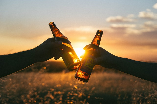 Pantangan setelah vaksin covid adalah membatasi alkohol