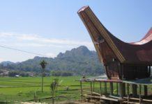 rumah dengan atap perahu