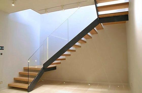 tangga kayu kaca