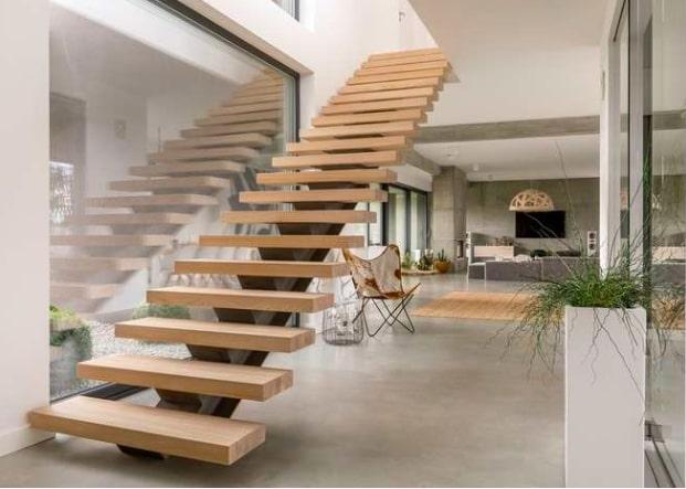 tangga kayu melayang
