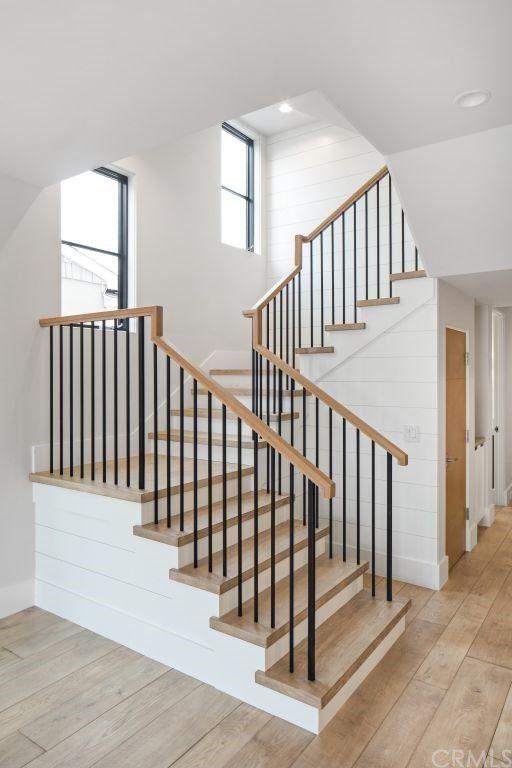 tangga kayu railing