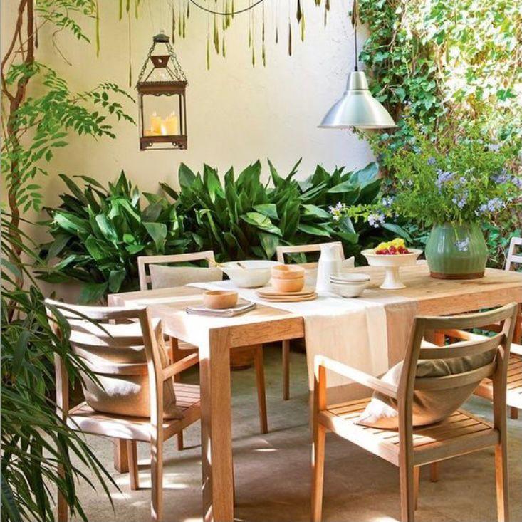 Meja makan sederhana dari kayu oak