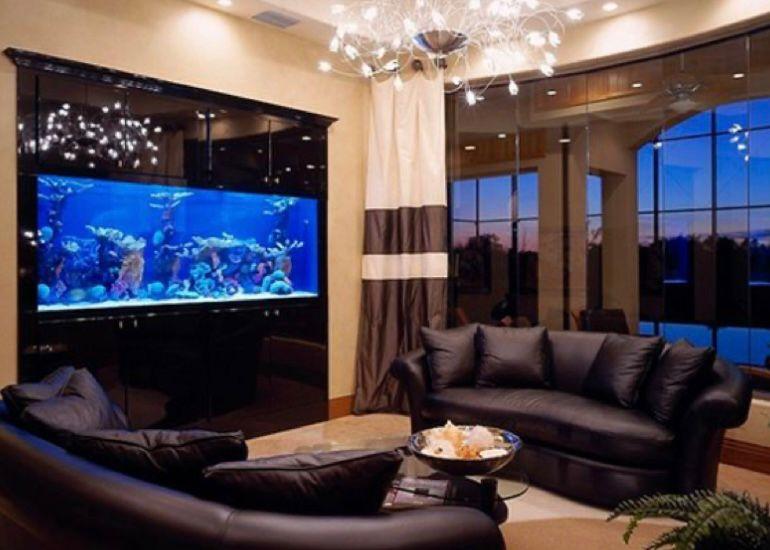 aquarium di ruang tamu mewah