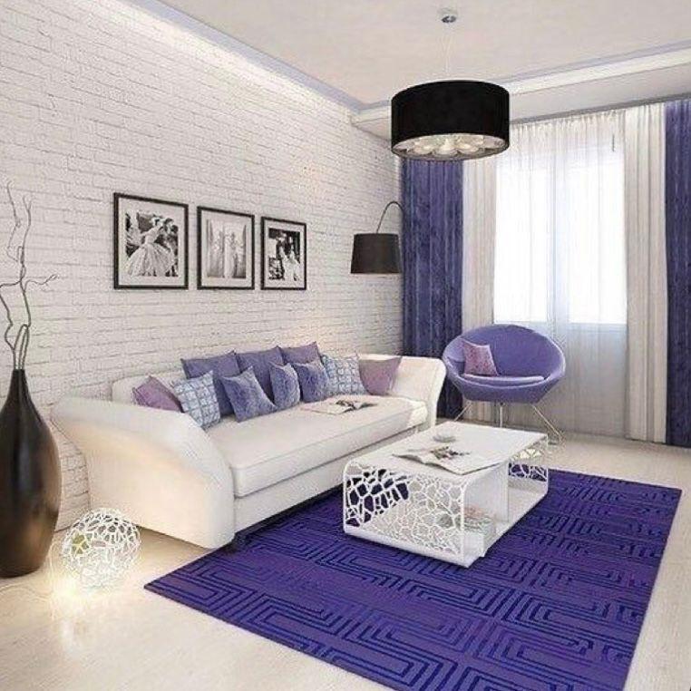 Ungu violet dengan dinding motif bata