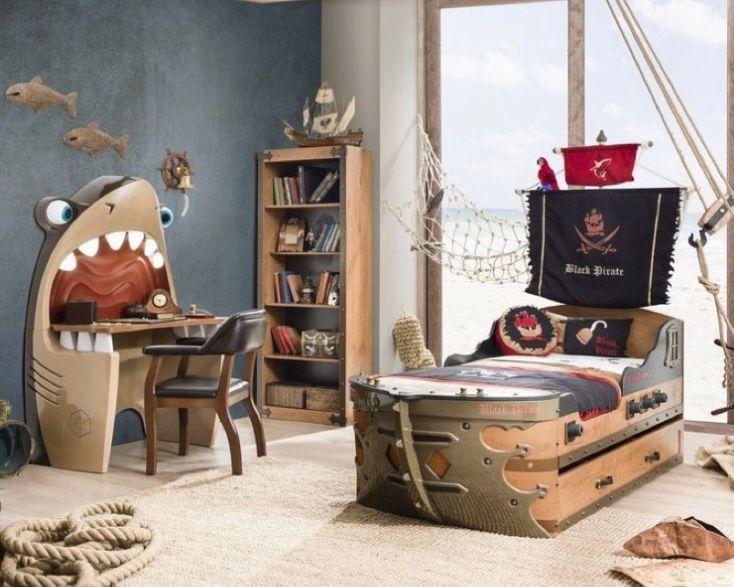 tema pirates atau bajak laut