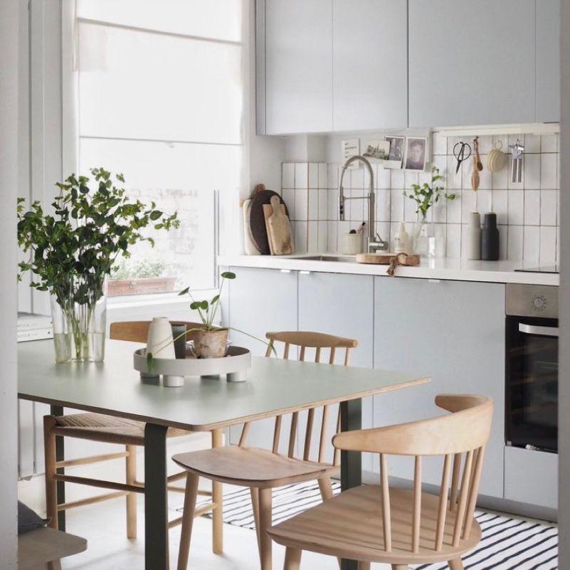 Ruang makan menyatu dengan dapur