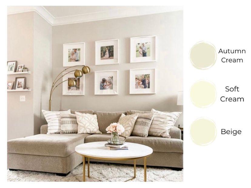Ruang tamu yang homey dengan autumn cream dan foto keluarga