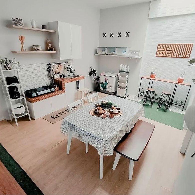 dapur dan ruang makan tema grid dengan lantai vinyl