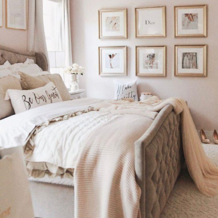 Desain kamar tidur dengan bingkai gold