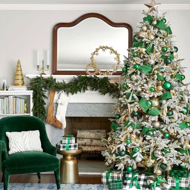 dekorasi natal tema hijau kotak-kotak yang natural