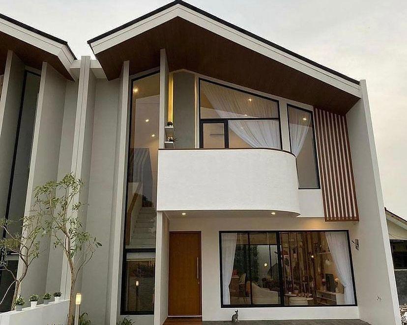 Kaca besar dan balkon melengkung sangat unik