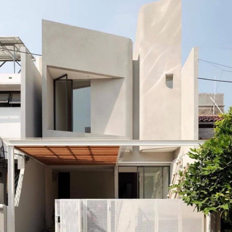 Rumah tingkat minimalis serba putih yang futuristik