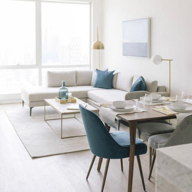 Desain ruang keluarga menyatu dengan ruang makan tema minimalis