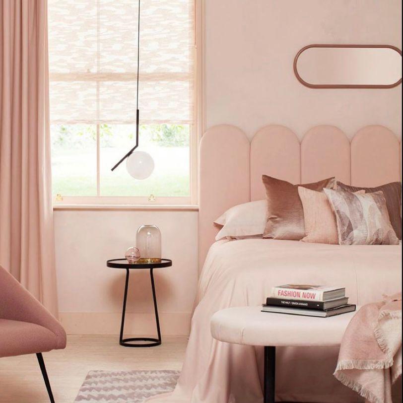 Kamar pink yang simple but classy