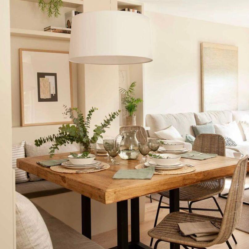 Desain ruang keluarga menyatu dengan ruang makan yang kalem