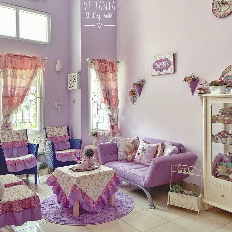 Ruang tamu warna ungu ala shabby chic