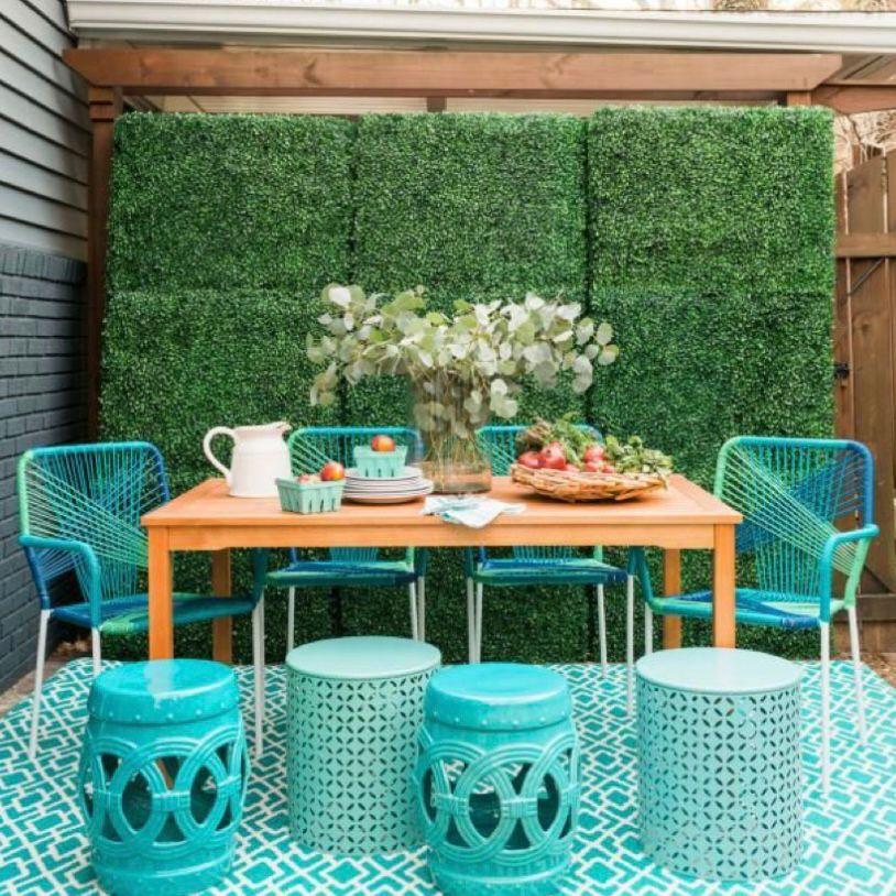 Keramik unik dan perabotan biru yang menenangkan
