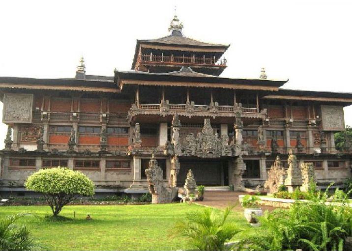 Rumah adat Provinsi Bali - Gapura Candi Bentar
