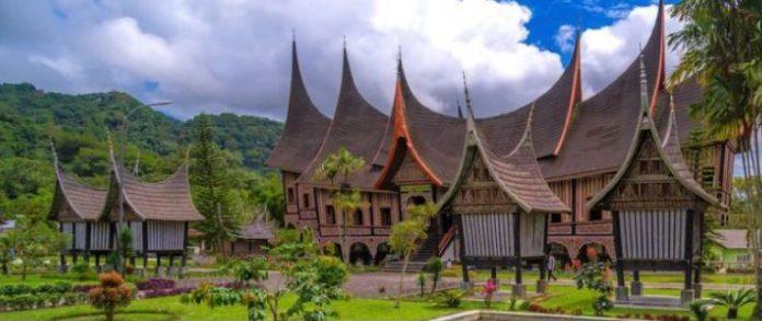 Rumah Adat Provinsi di Indonesia