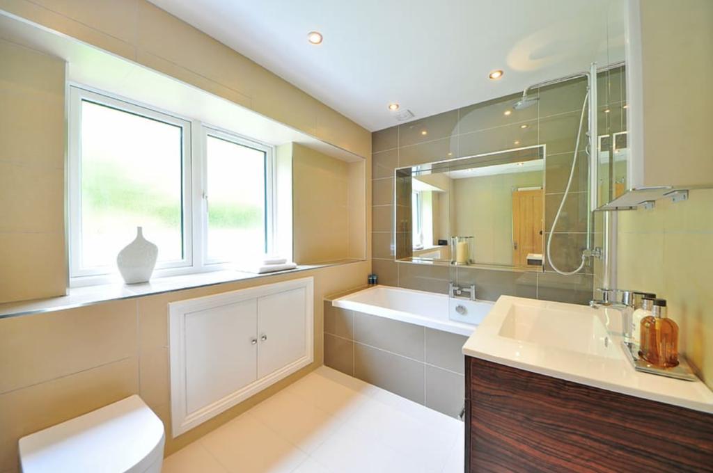 desain kamar mandi Scandinavian