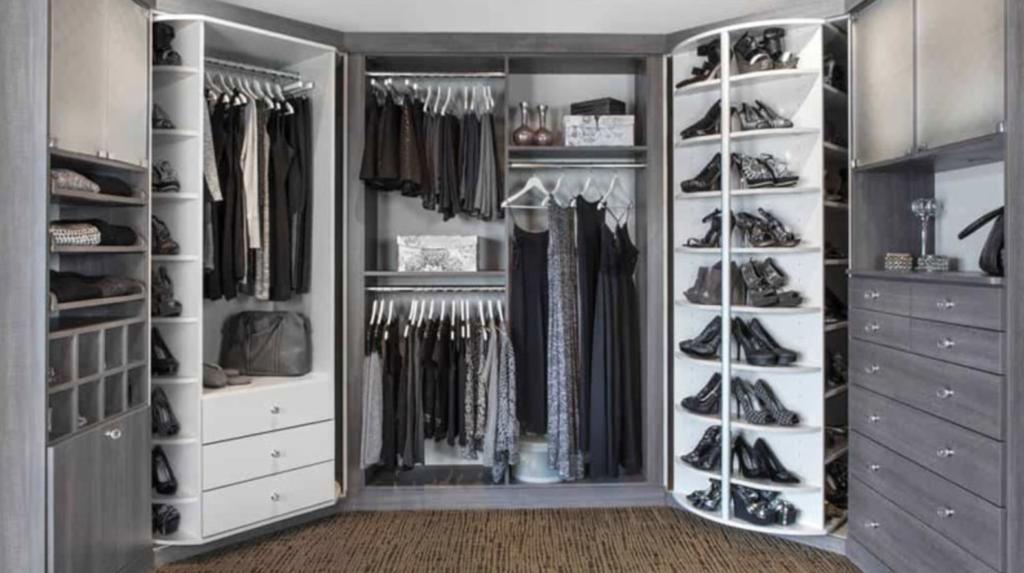 walk in closet abu-abu